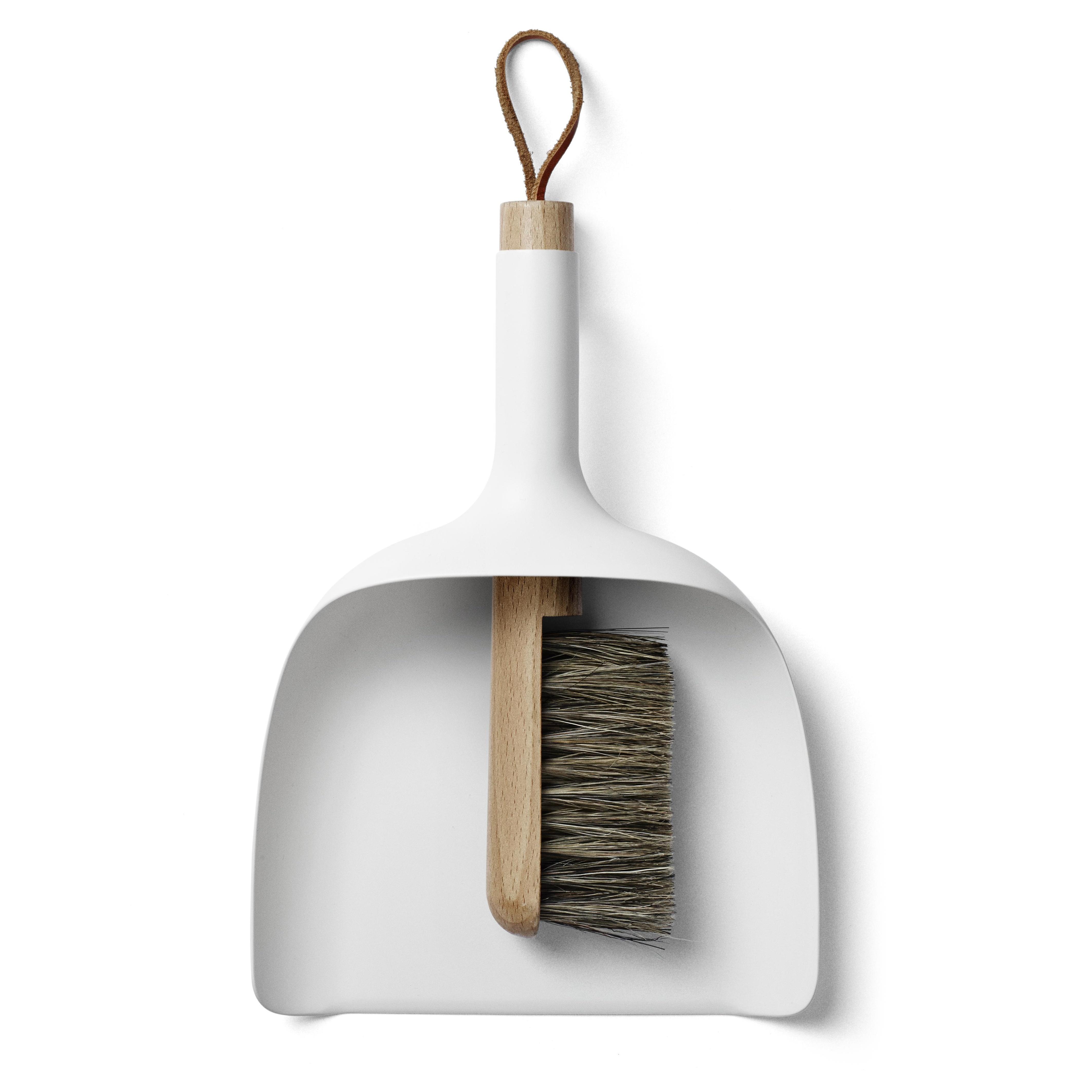 Menu - Sweeper & Funnel Kehrschaufel und Handbesen - weiß/Griff Esche | Wohnzimmer > Kamine & Öfen > Kaminzubehör | Weiß | Kunststoff| holz | Menu
