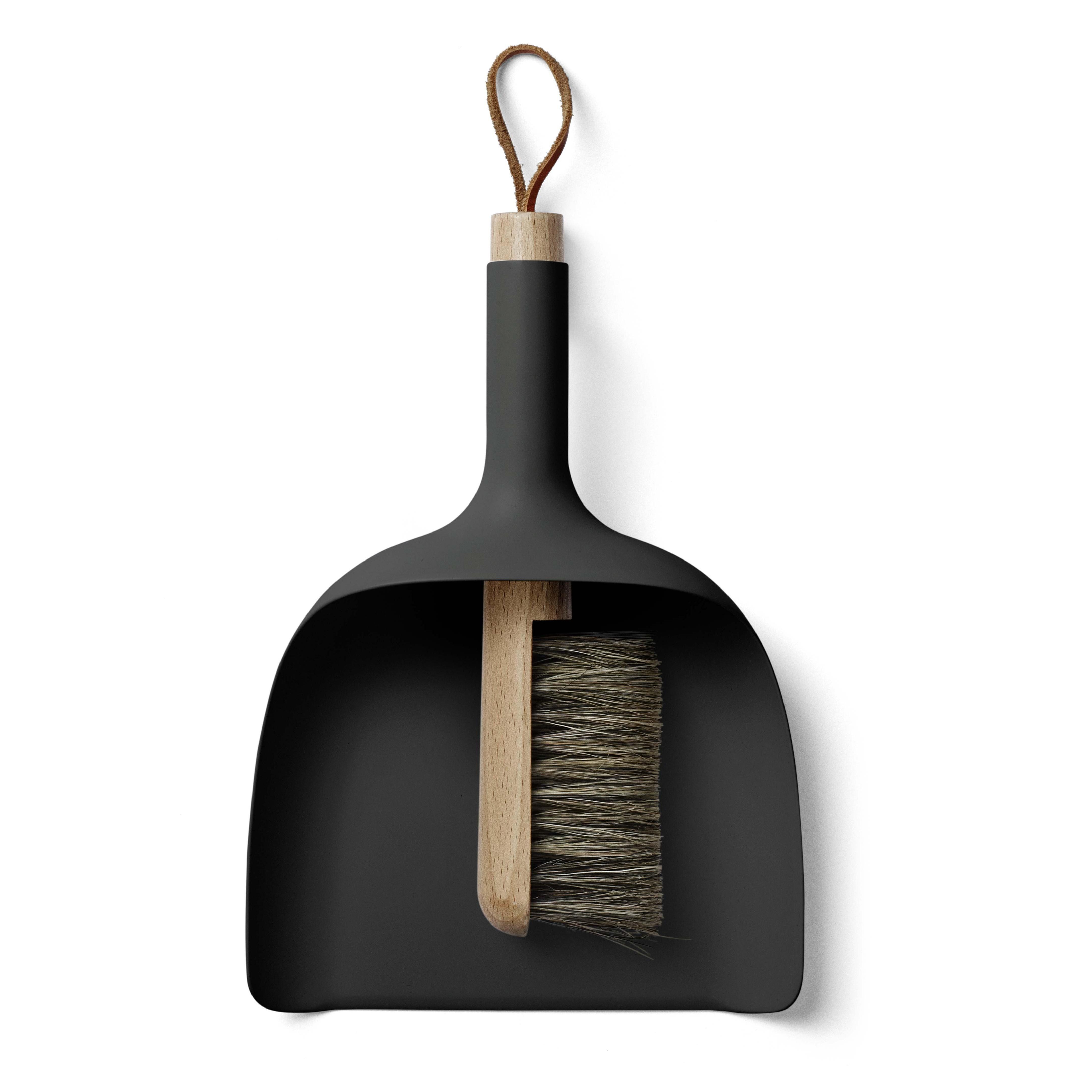 Menu - Sweeper & Funnel Kehrschaufel und Handbesen - schwarz/Griff Esche | Wohnzimmer > Kamine & Öfen > Kaminzubehör | Schwarz | Kunststoff| holz | Menu