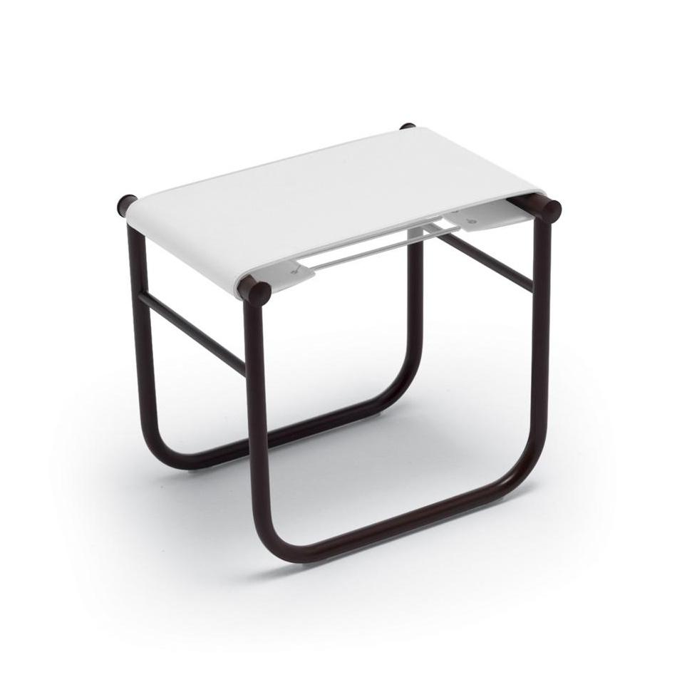 Cassina - Le Corbusier LC9 Badhocker - weiß/Leder/LxBxH 36x50x45cm/Gestell schwarz lackiert | Bad > Badmöbel > Bad- & Dusch-Hocker | Cassina