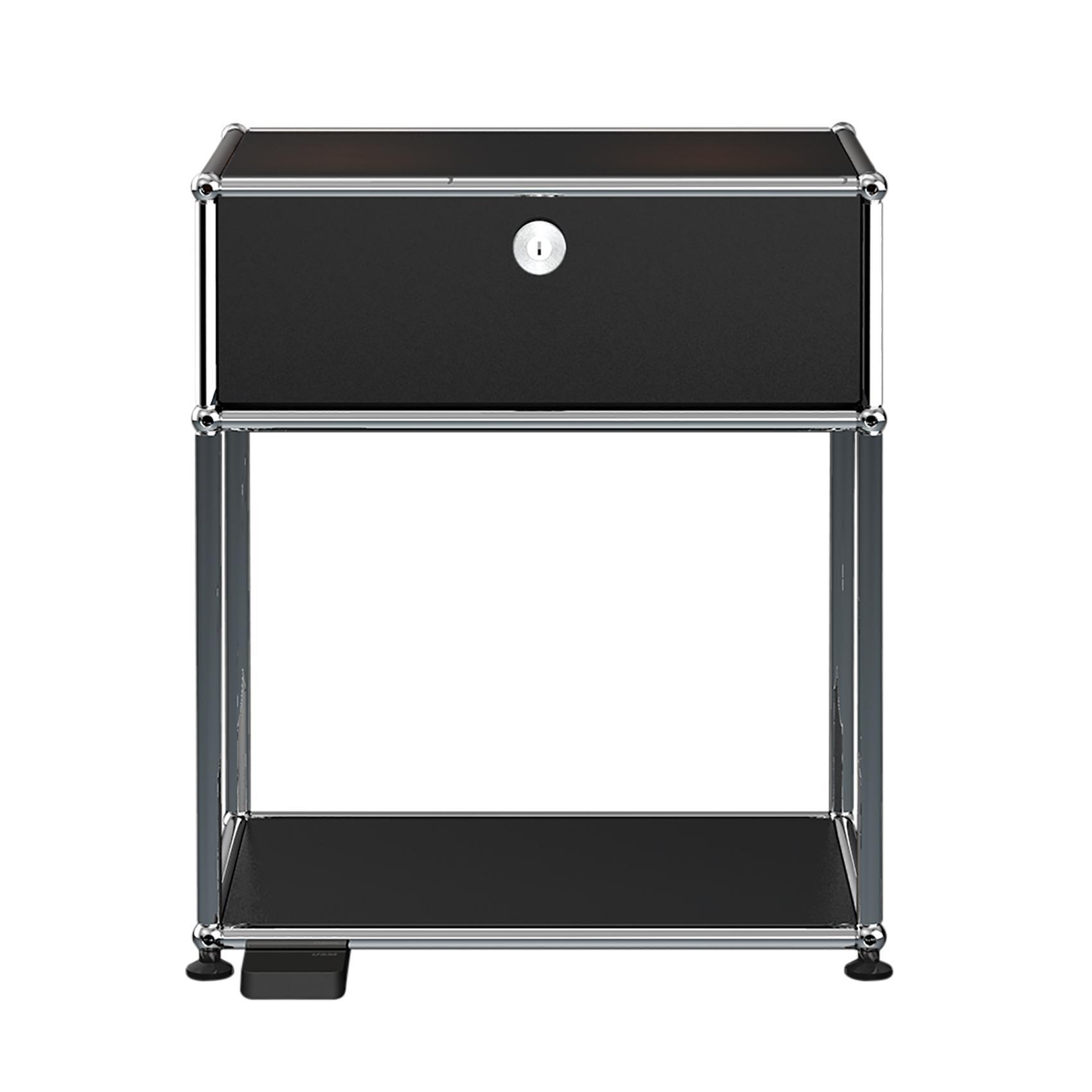 USM E Nachttisch mit dimmbarem Licht - graphitschwarz RAL 9011/mit einer Klapptür/mit dimmbarem Licht | Schlafzimmer > Nachttische | Graphitschwarz ral 9011 | Stahl verchromt | USM
