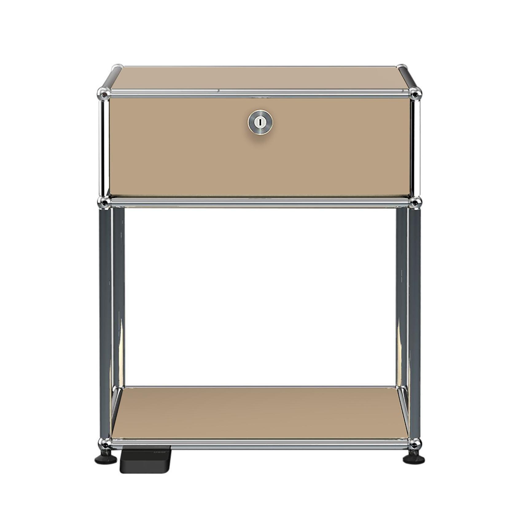 USM E Nachttisch mit dimmbarem Licht - USM beige/mit einer Klapptür/mit dimmbarem Licht | Schlafzimmer > Nachttische | Usm beige | Stahl verchromt | USM